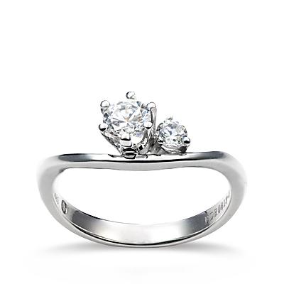 铂900钻石戒指-爱浪漫